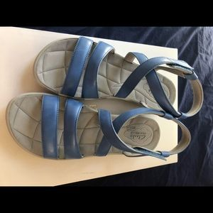 Clark's cloudsteppers soft bed sandals
